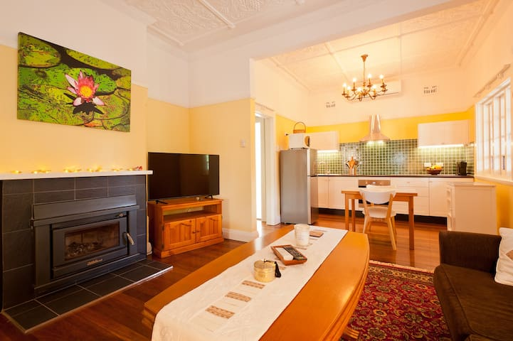 Beautifully Renovated Apartment close to CBD