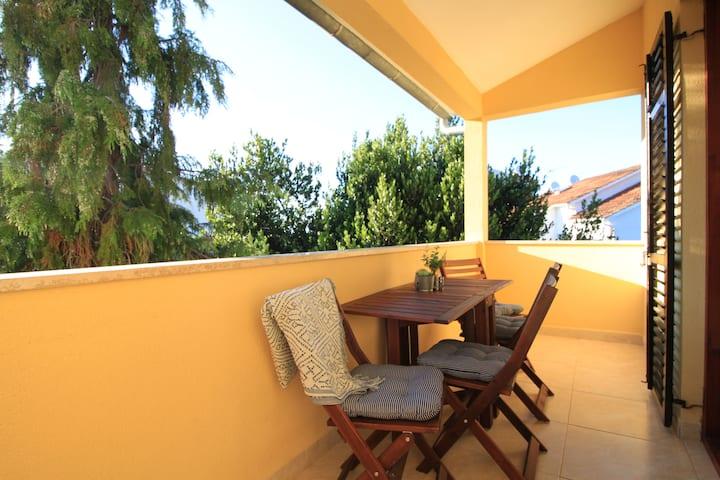 2 bedroom apt w/ balcony & garden❁bbq&free parking