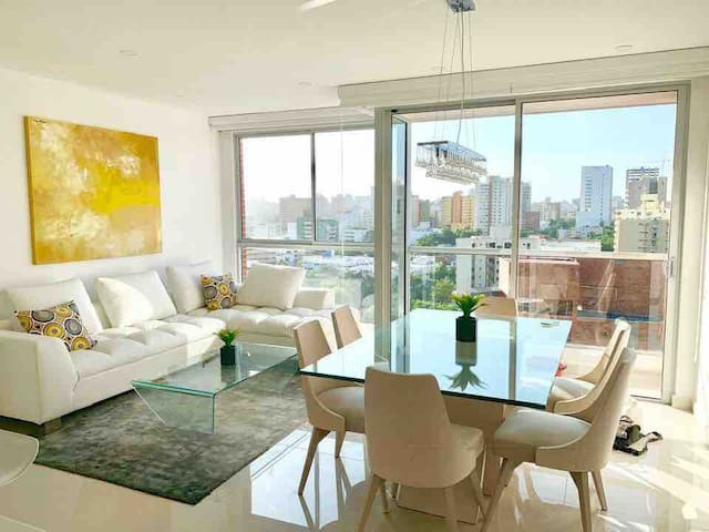 Gorgeous, open and modern with 360 views of the city and the river