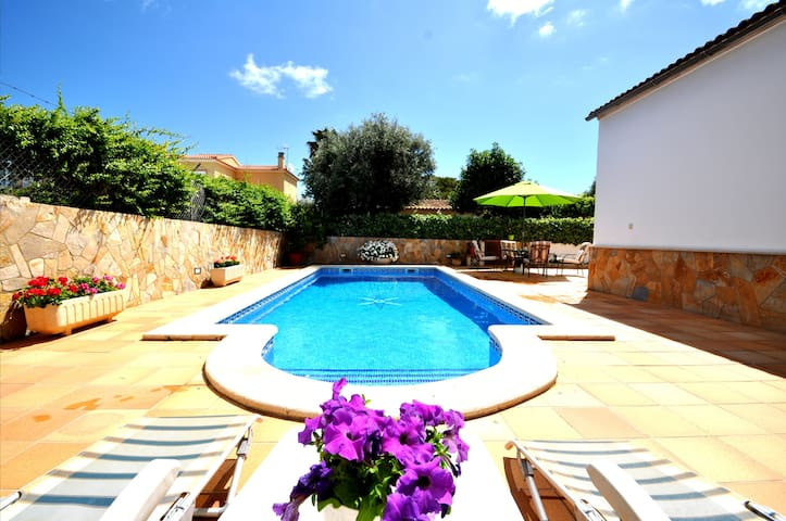 Chalet with pool close to the sea, A/C and Wifi!!! - Llucmajor