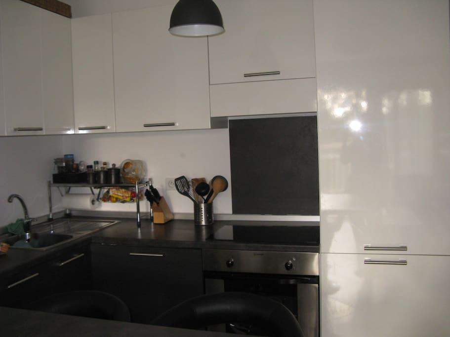 cuisine équipée , plaque induction,lave vaisselle,four