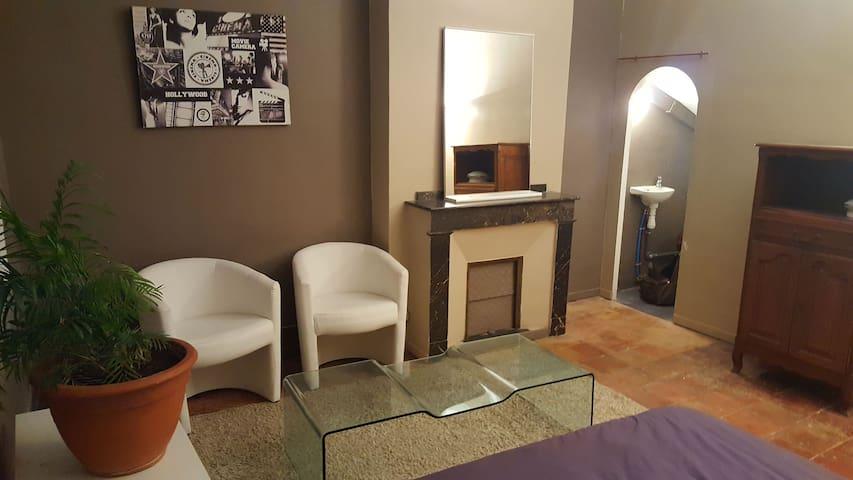 Studio Chambre 5 min Near Castle design - Carcasona - Casa