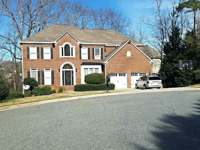 Beautiful 5bed Home, Great for Families & Friends! - Suwanee