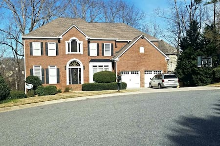 Beautiful 5bed Home, Great for Families & Friends! - Suwanee - Hus