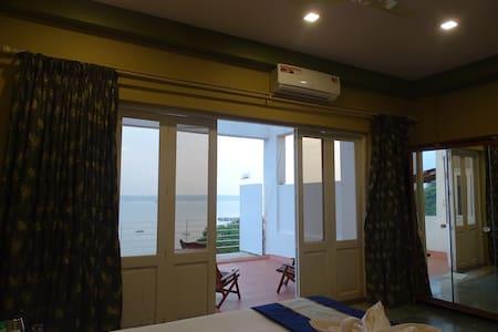 Ocean Heights Home Stay (Room 2) - Dona Paula - Oda + Kahvaltı
