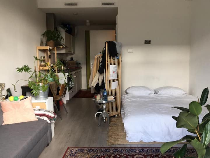 Modern and cozy studio close to amsterdam centre