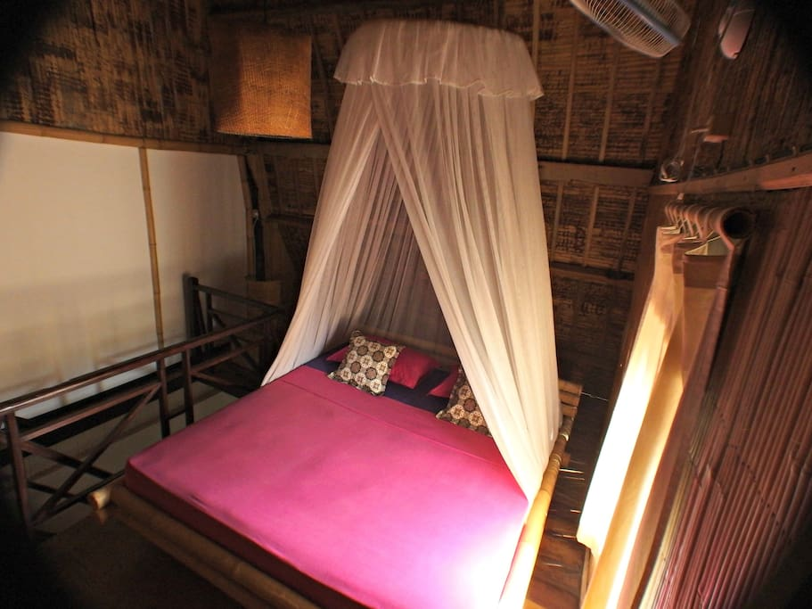 Traditional accomodation in Gili Trawangan / Mama J's Ginger Cottage SLEEPING AREA: can accommodate three guests maximum.