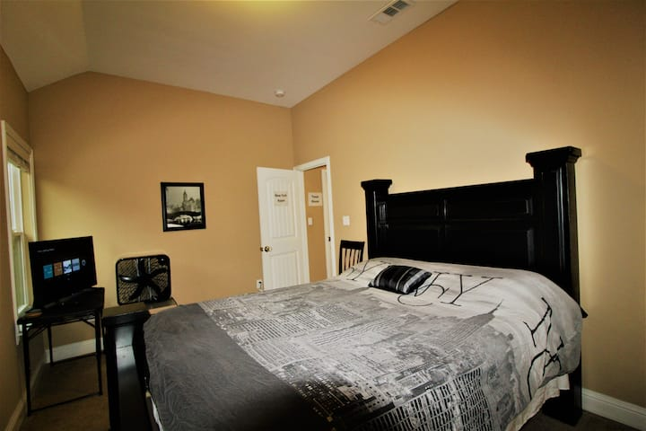 New York Room in Dallas! Solo Travelers Only!