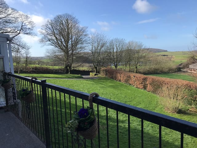 Idyllic Cottage with Amazing views, Nr Cockermouth