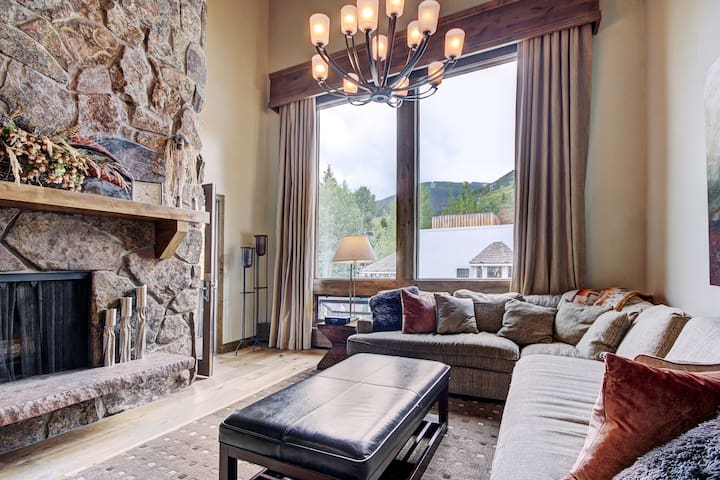 Spacious 3Br Condo at Lodge at Vail, Sleeps 10