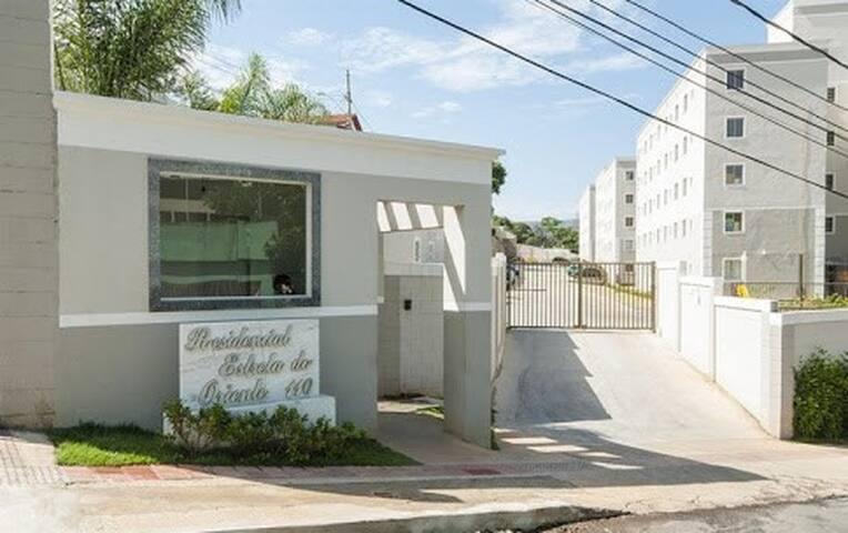 Apartamento mobiliado com excelente localização. - Belo Horizonte - Appartamento