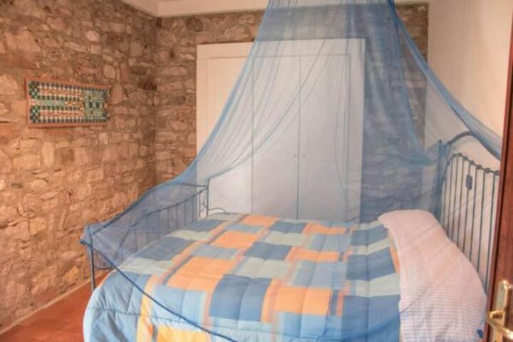 Camera in antico casale con colazione. Standard