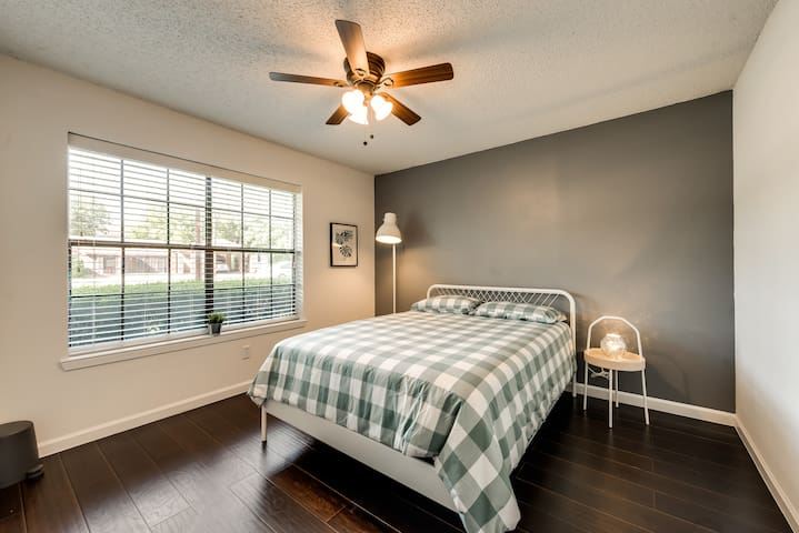 Cozy Private Bedroom Downtown Frisco
