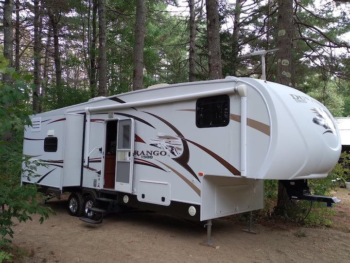 Wooded Retreat - 31' 5th Wheel at Stonecrop Meadow