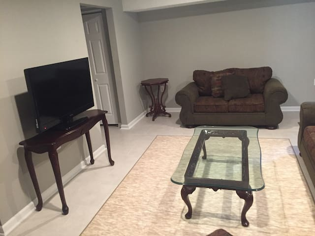 Private basement apt, living room. Close to metro
