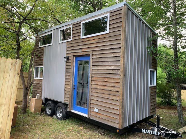 Tiny House in West Asheville w/hot tub