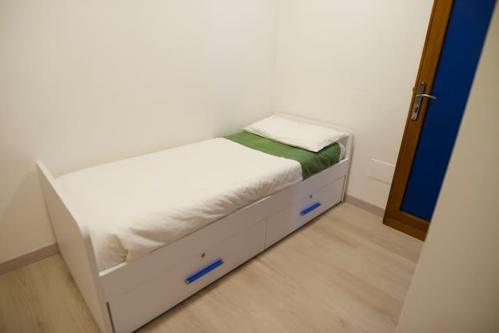 camera da letto singolo della tipologia tripla c4 .