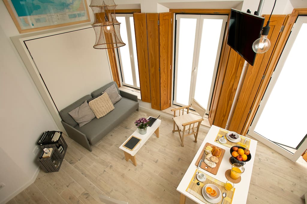 Perfect for a family with kids, a couple or a solo traveller, the Casa da Irene Studios are truly an extraordinary place to stay at Nazaré. These two great micro-apartments are located at the ground-floor of Casa da Irene, only 2-minutes walk from the beach and from the main plaza of Nazaré.