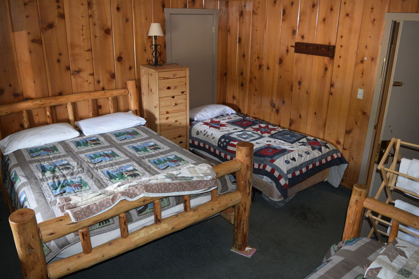 Rustic Lodge Room can be a room with  a queen and twin bed or a room with a queen, two twins or a room with a queen, twin and bunk bed.  Shared bathroom down the hallway, separate for men and women.  Access to a fully equipped guest kitchen.  You will be assigned a room for the number of people in your party.  Please specific at the time of booking...ei 2 beds for 2 adults or 3 beds for 3 adults or 2 adults and 2 kids or if your party is 2, 3, 4 or 5 people.