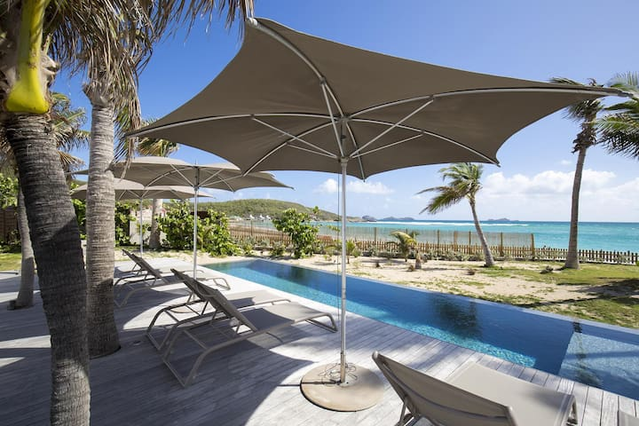 Villa with Own Beach Access, Swimming Pool, Hammock, Round Stone Mill as Bedroom, Free Wifi