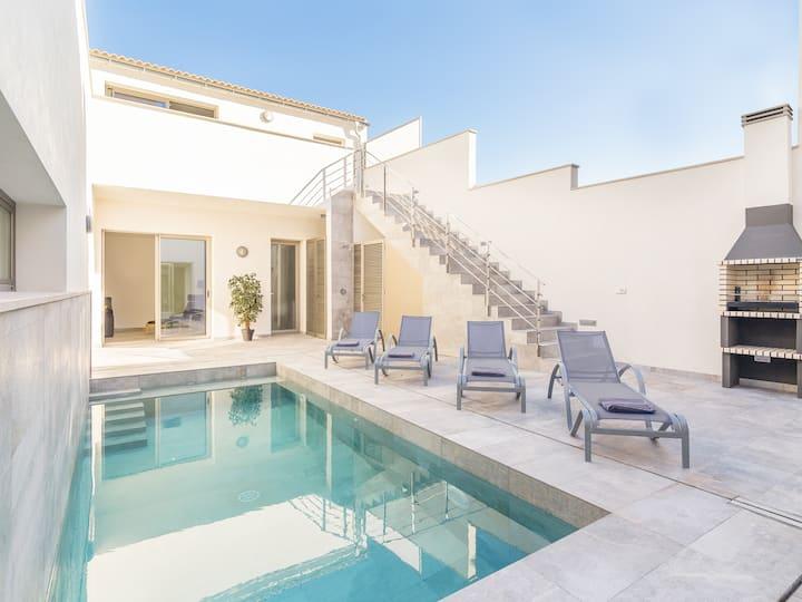 Heated Pool Villa in Sa Pobla, close to the beach.