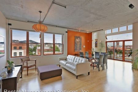 Penthouse Room for Rent - Portland