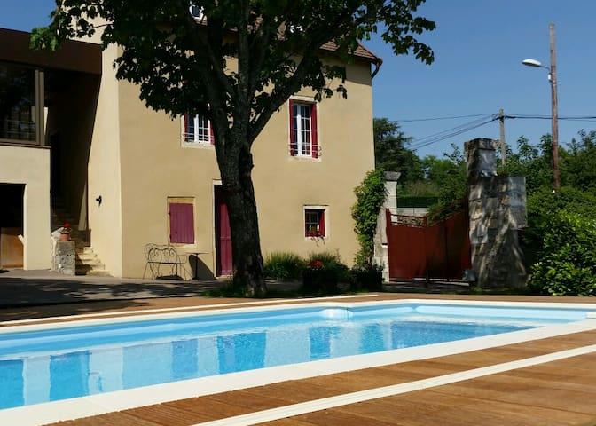 Gite avec piscine à Chenôves en Bourgogne du Sud