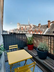 Le Malova, avec une jolie terrasse vue Cathédrale