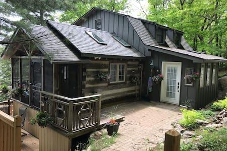 Rustic log cottage Lake Muskoka