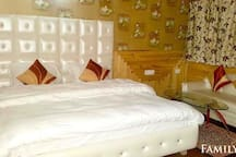 KING DELUXE ROOM NEAR JAMMU