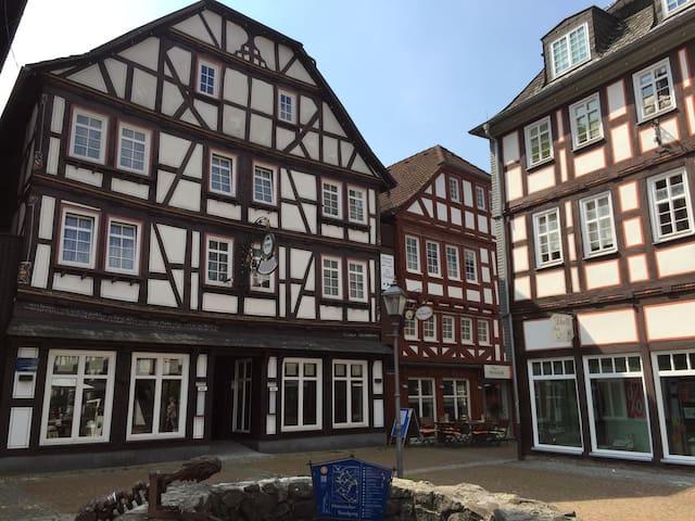 Haus Oberscholthes: Gästezimmer am Marktplatz (Li) - Grünberg