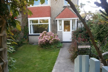 Cottage in a fantastic location for the beach - Perranporth