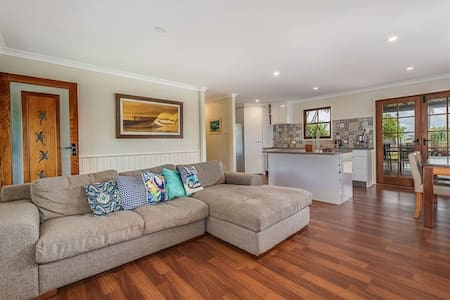 3 bed beach house - Marcoola - 一軒家
