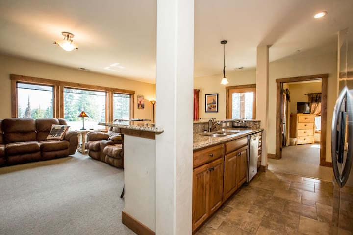 Comfy 4 Bedroom Condo at The Pines @ Whitefish Mt