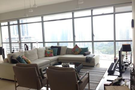 KLCC Apartment (Modern + Elegant) - Kuala Lumpur