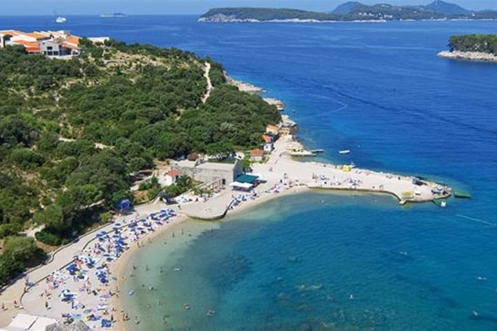SPACIOUS 2BR Apartment Between OLD TOWN and BEACH - Dubrovnik - Lägenhet