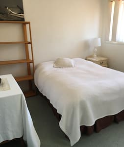 Double room in spacious apartment - Watson - Huoneisto