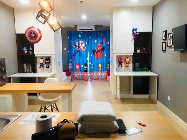 Kampar Champs Élysées Avengers Family Suite wit TV