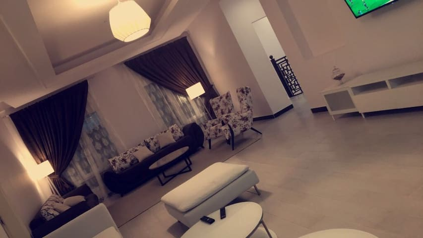 A privet room in a big modern house - Muscat - House