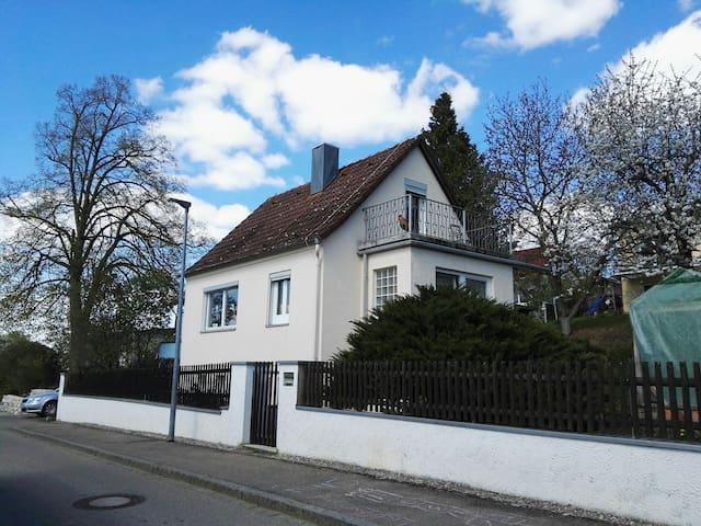 Kleines urigesHäuschen am Stadtrand - Weißenburg in Bayern, Bayern, DE - House