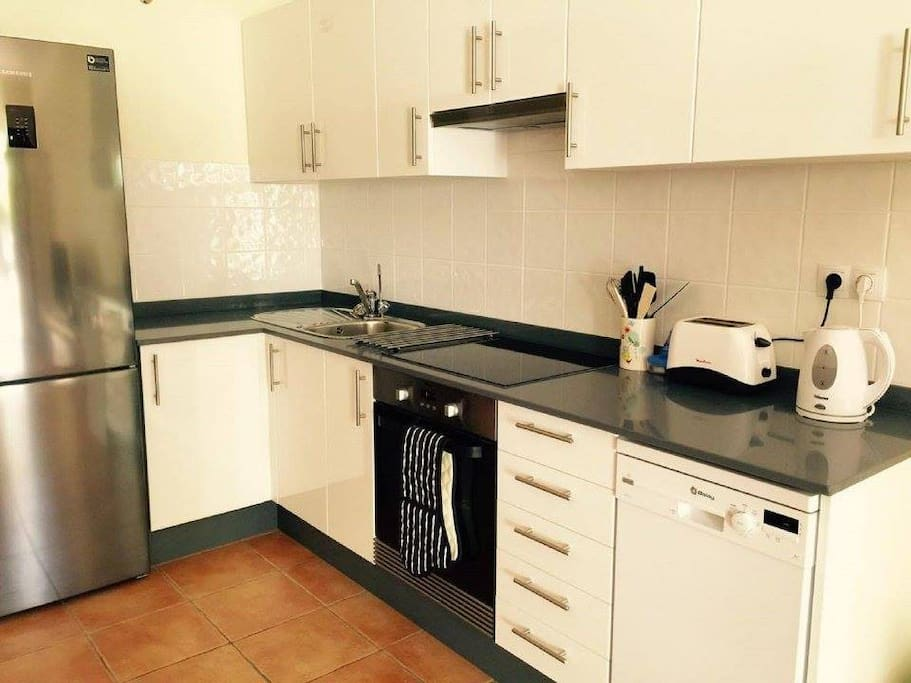 Brand new fitted kitchen with dishwasher (washing machine in downstairs bathroom)