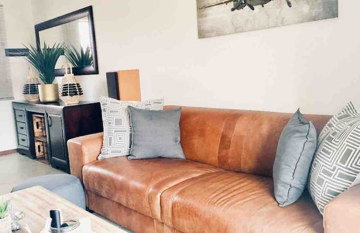 Cute, clean and cosy! Uncapped WiFi, DSTV&Netflix