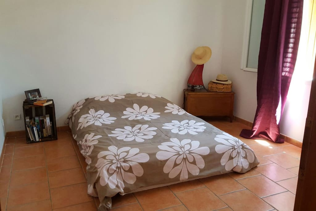 Chambre 2 personnes 25€.