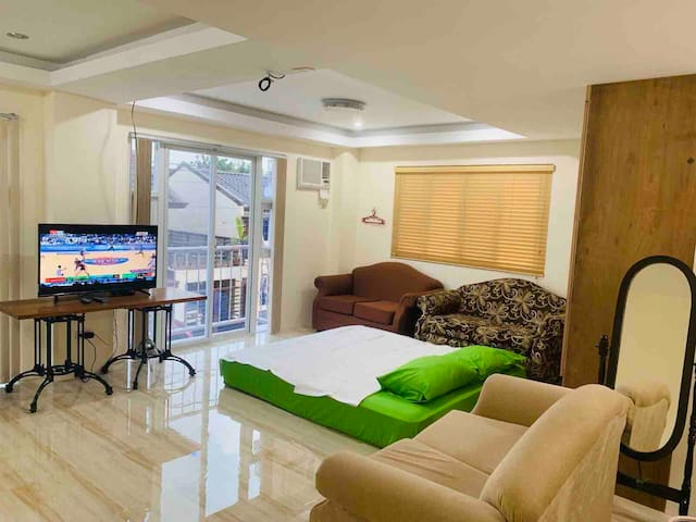 Room for Family &/or group near  Philippine Arena.