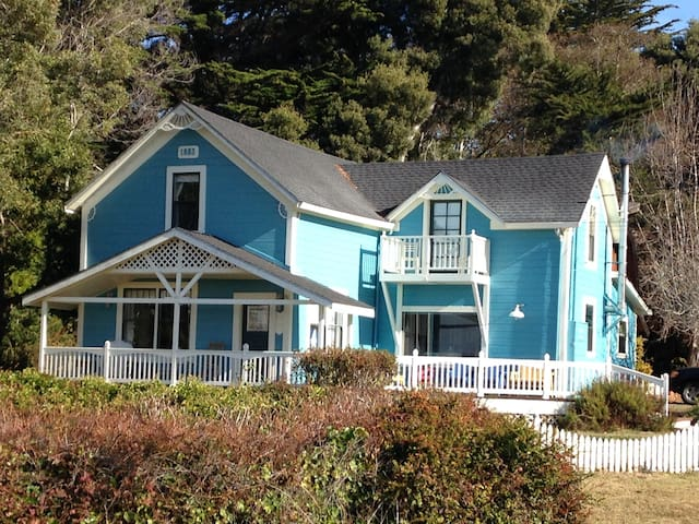 Blue Pacific Getaway - Fort Bragg