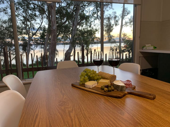 Pet Friendly Lakeside Cottage