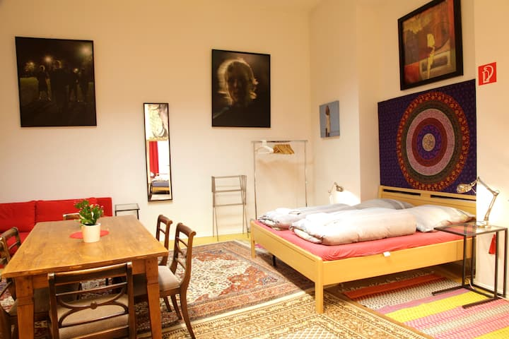 CENTRAL spacious 2 rooms apartment old Apotheke