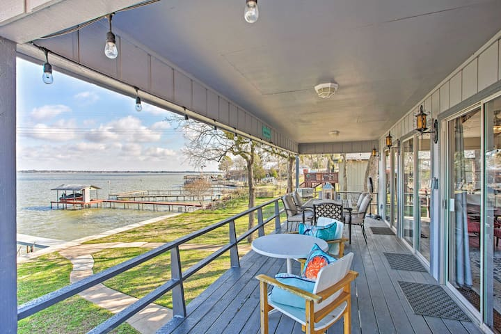 NEW! Lake House w/ Private Dock, BBQ & Game Room!