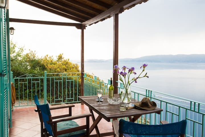 Clifftop Cottage - spectacular views