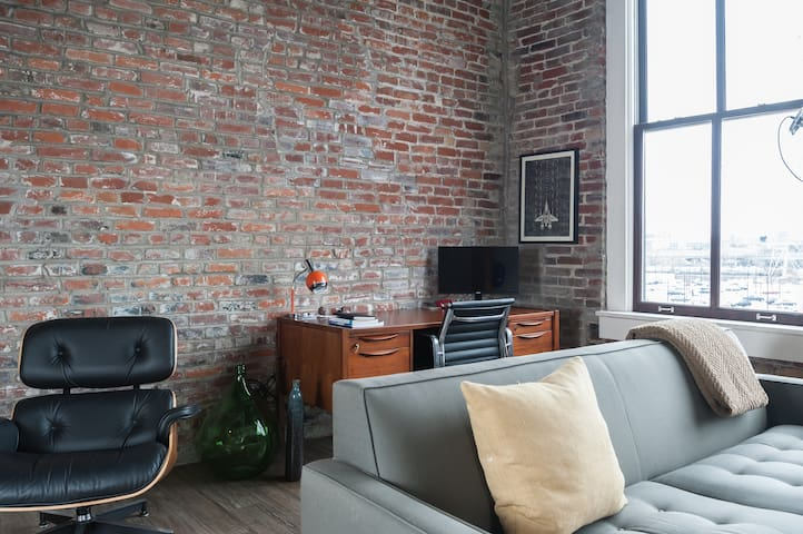 Beautiful Mid-Century Style Space - St. Louis - Appartement